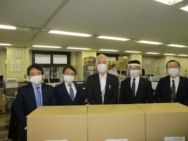 横須賀市へ横須賀ロータリークラブからフェイスシールド500個とマスク2000枚を寄付